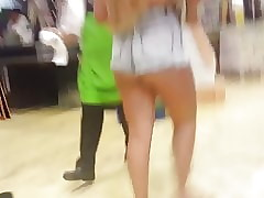 novinha de shortinho socado mostrando o rabo hardly any supermercado